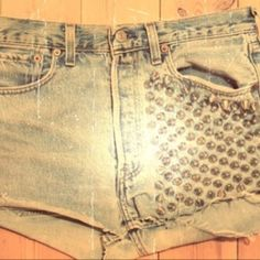 I love the vintage look with the highwaste and the edgy look with the studs <3 totally me!