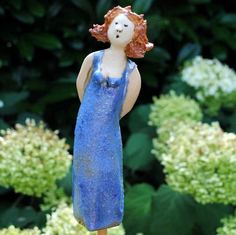 SwingingLadies - Handmade ceramic figures full of joie de vivre, the women sing and swing in the garden - Raku Pottery, Pottery Art, Ceramic Painting, Ceramic Art, Diy Gifts Valentine's Day, Totems, African Dolls, Terracota, Ceramic Figures