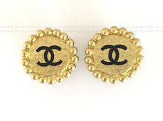 Vintage 1994 CHANEL Gold Black CC Round Earrings   #vintageCHANEL #CHANEL #vintageCHANELearrings #vintageCCearrings #vintageCCCHANELearrings #CCearrings
