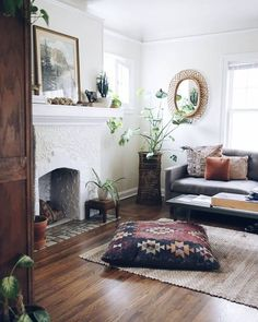 Need a new garden or home design? You're in the right place for decoration and remodeling ideas.Here you can find interior and exterior design, front and back yard layout ideas. My Living Room, Home And Living, Living Spaces, Cozy Living, Gray Couch Living Room, Bohemian Living Rooms, Eclectic Living Room, Small Living, Modern Living
