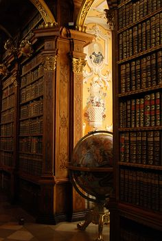 Abbey Library World Globe, Melk, Austria (2007) © Bachspics (Photograhper, USA), via Flickr.