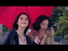 佐々木希さんと松島花さん、雨のシーンで見せた笑顔  3周年を迎えるFABIA(ファビア)のダブルミューズに決定  秋冬ファッションムービーを公開! – おもしろ・おどろき・気になるニュース