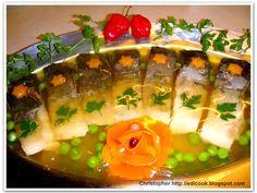 Kulinarny karnet Christophera: Karp w galarecie klarowanej. Baked Salmon, Fish And Seafood, Christmas Time, Sushi, Karp, Food And Drink, Lunch, Baking, Drinks