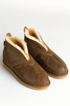 Men's Gunner Australian Merino Sheepskin Slippers with Arch Support Slippers With Arch Support, Wool Shoes, Sheepskin Slippers, Fashion Boots, Loafers Men, Oxford Shoes, Dress Shoes, Image, Style