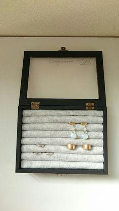 100均のコレクションケースを使って雑貨屋さんで見たようなアクセサリーケース✨|LIMIA (リミア)