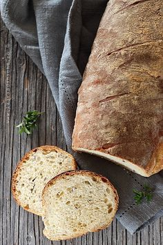 Paine cu iaurt si seminte de in My Recipes, Bread Recipes, Favorite Recipes, Healthy Recipes, Barley Recipes, Romanian Food, Romanian Recipes, Good Food, Yummy Food
