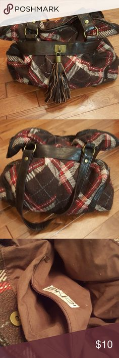 •I C I N G• Purse Condition  +Fair condition +Has some piling +Other flaws pictures  Highlights +Perfect for winter! +Cute tassel and bronze hardwear  +Snap closure +Zippered pocket  Bundle discount: 10% off 3+ items  *No trades**No modeling* ICING Bags Shoulder Bags