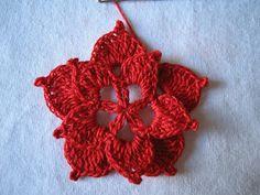 rossimi Crochet Bouquet, Crochet Flowers, Christmas Crafts, Christmas Decorations, Christmas Aesthetic, Poinsettia, Crochet Projects, Crochet Earrings, Knitting
