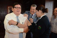 Llevan a Alcalde de Juárez vacuna contra influenza hasta su oficina | El Puntero