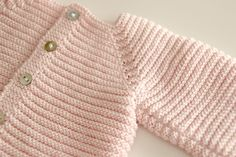 Baby Cardigan Knitting Pattern, Knitted Baby Cardigan, Hand Knitted Sweaters, Baby Sweaters, Knitting For Kids, Free Knitting, Baby Knitting, Crochet Baby, Toddler Girl Outfits
