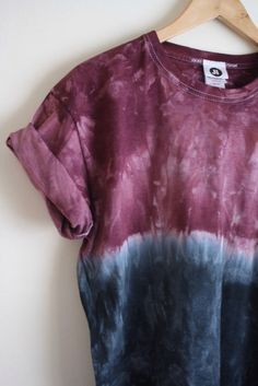 Dip Dye Ombre Tie Dye T-Shirt Unisex Burgundy by JessIrwinClothing Gebleichte Shirts, Diy Tie Dye Shirts, T Shirt Diy, How To Tie Dye, Tie And Dye, Blue Tie Dye, Moda Tie Dye, Ombre Shirt, Tie Dye Crafts
