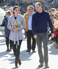 R.Soles cowboy boots: £295 Sentaler cardigan: £707 Shelley Macdonald earrings: £57.25 Read more: http://www.dailymail.co.uk/femail/article-3815369/Duchess-Cambridge-s-66-000-Canada-wardrobe-expensive-yet.html#ixzz4LxSFbIuJ Follow us: @MailOnline on Twitter | DailyMail on Facebook