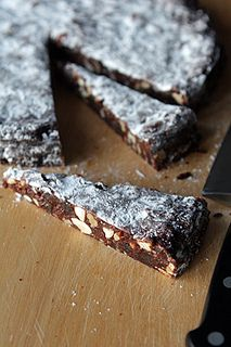 Panforte - an Italian holiday confection with spices, candied fruit & chocolate. Panforte means 'strong bread', from the strong sweet spices used in it. Candy Recipes, Cookie Recipes, Dessert Recipes, Gourmet Desserts, Top Recipes, Health Desserts, Plated Desserts, Italian Pastries, Italian Desserts