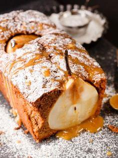Cake aux poires caramélisées : Recette de Cake aux poires caramélisées - Marmiton
