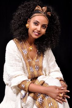 Ethiopian wedding hairstyle in category Wedding Ideas Ethiopian Braids, Ethiopian Dress, Ethiopian People, African Beauty, African Women, African Fashion, Braided Hairstyles, Wedding Hairstyles, African Hairstyles