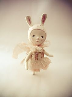 Paola Zakimi, art dolls  http://www.flickr.com/photos/lasrtapil/collections/