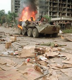 A burns in the streets of Grozny, Chechnya, during the First Chechen War. Army Vehicles, Armored Vehicles, Canadian Soldiers, Afghanistan War, War Photography, Military Diorama, Battle Tank, Red Army, Military Equipment