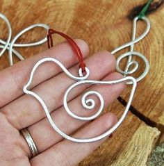 Wire bird ornament ~~ by minnie