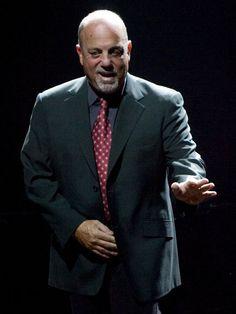Billy Joel let's a Vanderbuilt University student accompany him on NY State of Mind!
