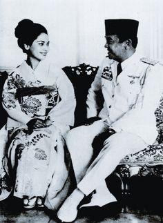 Sukarno & Ratna Sari Dewi
