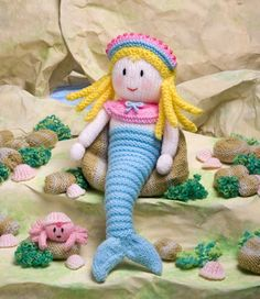 Fabulous Fun Knits by Jean Greenhowe Knitted Doll Patterns, Easy Knitting Patterns, Knitted Dolls, Knitting Designs, Crochet Toys, Knitted Gifts, Yarn Dolls, Knitting Ideas, Crochet Animals