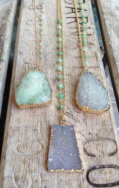 druzy necklace with Chrysoprase stone Diy Jewelry, Jewelry Box, Jewelry Accessories, Fashion Accessories, Jewelry Necklaces, Fashion Jewelry, Jewelry Design, Jewelry Making, Designer Jewelry