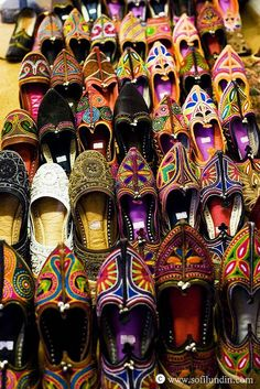 Moroccan slippers | Image via miss-mary-quite-contrary.tumblr.com