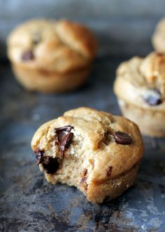 Skinny Banana Chocolate Chip Muffins - low-fat, no sugar added and made with greek yogurt! #cleaneating #cleaneats