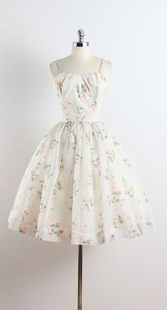 Die 30 besten Vintage inspirierten Kleider süße Kleider Outfits The 30 best vintage-inspired dresses outfits of cute dresses # clothes Robes D'inspiration Vintage, Vintage Outfits, Vintage Party Dresses, Vintage Inspired Dresses, Dress Vintage, 1950s Outfits, Vintage Clothing, Vintage White Dresses, Retro Dress