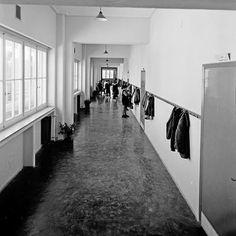Έξω από την τάξη!!! Φωτογραφικά Δημήτρη Χαρισιάδη, 1962. Φωτογραφικό Αρχείο Μουσείου Μπενάκη Ι Ooutside the #classroom! #Photo by Dimitris Harissiadis, 1962. #BenakiMuseum Photographic Archive #photooftheday #picoftheday #beautiful #nice #bnw #school #schoolyear #iloveathens  #ig_athens  #gf_greece #wu_greece  #insta_greece  #instagood #instacool #instadaily