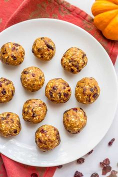 Pumpkin cranberry energy balls are an easy no-bake (and gluten-free) snack full of wholesome ingredients and yummy fall flavors! What Is Energy, Good Carbs, Gluten Free Snacks, Energy Balls, Pumpkin Puree, Healthy Fats, Family Meals, A Food, Food Processor Recipes
