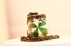 And finally-- preserve pure luck in a blown glass ball. 47 DIY Jewelry Projects Made With Beautiful Things You Can Find In Nature Four Leaf Clover Necklace, Diy Jewelry Projects, Jewelry Ideas, Vintage Jewelry, Handmade Jewelry, Diy Jewelry Inspiration, St Paddys Day, Bronze, Diy Schmuck
