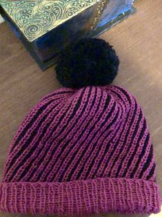 Grosser Bommel, Wolle und Cashmere Knitted Hats, Knitting, Fashion, Wool, Projects, Breien, Knit Hats, Moda, Tricot