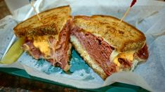 This Reuben sandwich recipe makes enough for one sandwich, including the Russian dressing. Just scale it up to make more sandwiches, and any extra dressing will keep in the fridge. Best Reuben Sandwich, Sandwich Shops, Soup And Sandwich, Sandwich Recipes, Alton Brown, Russian Dressing, Thousand Island Dressing, Modern Cafe, Potato Pancakes
