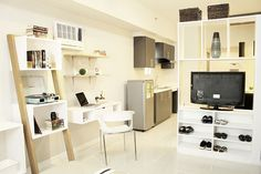 Interior designers Claire Angelica Alarilla, Luzel Andrea Alconera, and Jeditte Margaret Coloma make the most of a one-bedroom unit Condo Interior Design, Condo Design, House Design, Type Design, Interior Ideas, Studio Apartment Layout, Small Apartment Design, Studio Condo, Small Rooms