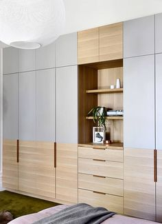 20 Best and Modern Closet Design For Your Beautiful Home – Tables and desk ideas Wardrobe Design Bedroom, Australian Interior Design, Cabinet Design, Bedroom Interior, Bedroom Design, Interior Design Awards, Built In Cupboards, Modern Closet Designs, Wardrobe Doors