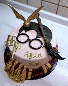 Harry Potter theme by Majka Maruška Harry Potter Theme Cake, Bolo Harry Potter, Gateau Harry Potter, Harry Potter Birthday Cake, Harry Potter Food, First Communion Cakes, Chocolate Dipped Fruit, Horse Cake, Book Cakes