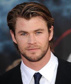 Essa semana aRevista People elegeu o ator Chris Hemsworth como o homem mais sexy do mundo. Eu não sei vocês, mas eu…    Hmm, deixa eu pensar…    CONCORDO!    ASSINO EM BAIXO!    ACHO JUSTO!    CONCORDARIA MAIS SÓ SE ELE ESTIVESSE AQUI EM …