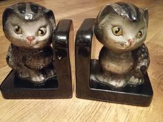 Old cat book ends