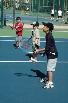 Kids tennis drills are necessary for the development of a junior tennis player. Fun kids tennis drills are intended to help children learn the basics in learning to play tennis in a non competitive situation… Tennis Camp, Tennis Rules, Tennis Party, Tennis Tips, Tennis Gear, Tennis Funny, Lawn Tennis, Tennis Lessons For Kids, How To Play Tennis