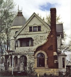 Abandoned asylum, but looks more like an old farmhouse. (Original note) Walter B Palmer House in Ottawa IL (revised note per comment)