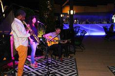 Sojo Band tocando en directo para los presentes en nuestra terraza