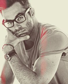 Chris Pine. I'm pretty sure we can all say that he can most definitely pull off a pair of glasses. Holy smokes.