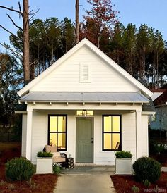 40 Beautiful Farmhouse Style Exterior Design Ideas - BrowsyouRoom - - Modern farmhouse exterior design will reflects the entire style of the space and the tradition. It is not only for interiors. Tiny Farmhouse, Farmhouse Cottage, Cottage Style, Cottage Exterior, Modern Farmhouse Plans, Farmhouse Style Exterior, Exterior Design, Cottage House Plans, Beach Cottage Decor