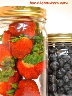No more tossing out your berries with this easy, life-altering method.How To Keep Berries Fresh Longer By Storing in Glass Jars! Fruit And Vegetable Storage, Fruit Storage, Food Storage, Storing Fruit, Healthy Snacks, Healthy Recipes, Fresh Fruits And Vegetables, Store Vegetables, Food Facts