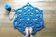 doily bath rug ~ blue