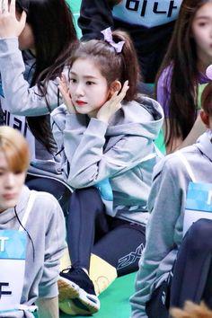 Kpop Girl Groups, Korean Girl Groups, Kpop Girls, Red Velvet Flavor, Red Velet, Redvelvet Kpop, Rapper, Red Velvet Dress, Girl Cakes