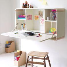 Sem muito espaço para um home office? Use uma mesa retrátil! ótimo para os estudos das crianças também.