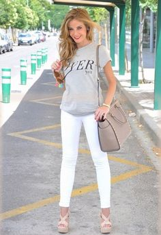 40 Casual White Slacks for Spring Summer Airport Style Casual White… – european travel outfit summer White Slacks, White Ripped Jeans, White Jeans Outfit, Lässigen Jeans, Casual Jeans, Casual Chic, Outfits 2016, Jean Outfits, Capri Outfits