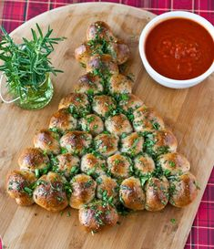 Pull-apart christmas tree recipe...marinara sauce for dipping on the side, Great for holiday parties.